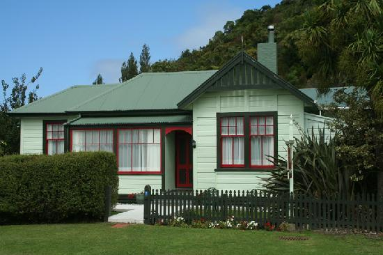 Collingwood, New Zealand: The front of the Station House Motel