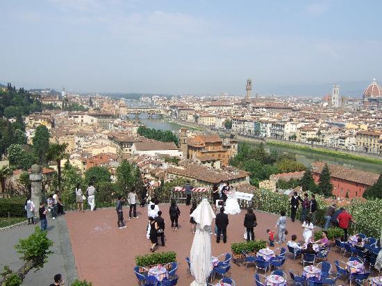 Piazzale Michelangelo: 結婚式してました