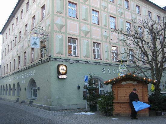 Brauereigasthof Bürgerbräu: view from outside of hotel