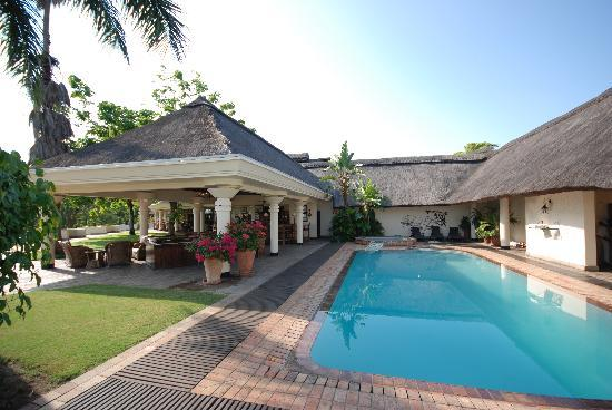 Ilala Lodge: Gorgeous Pool, poolside service can be scarce but once they know you want to drink, it keeps com
