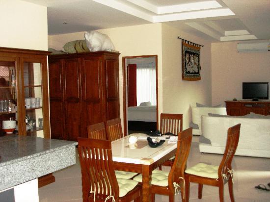 Coconut Garden: salon salle à manger du grand bungalow