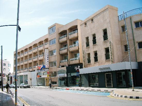 Agapinor Hotel: view of hotel from road