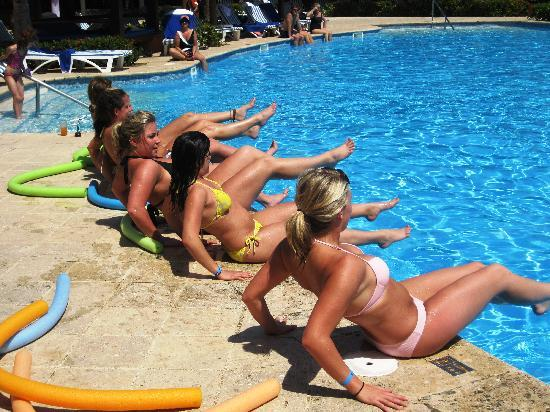 IBEROSTAR Paraiso Del Mar: Doing aerobics at the pool!
