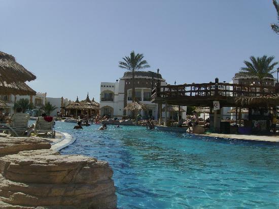 Gardenia Plaza Resort: Pool - adequate and useable