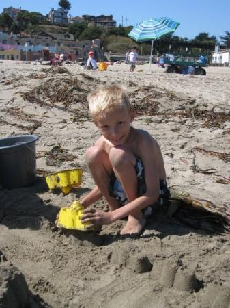 Capitola, CA: Jakob building the wall.