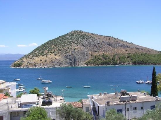Tolon, Grecia: View of Tolos' back bay facing towards Argos.