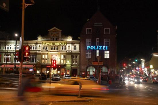 Hamburg reeperbahn gay d ner g picture of reeperbahn for Hotel reeperbahn