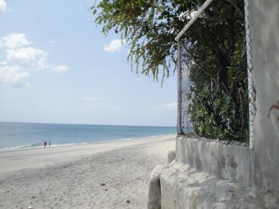 Farallon (Playa Blanca), Panama : Walk down the beach