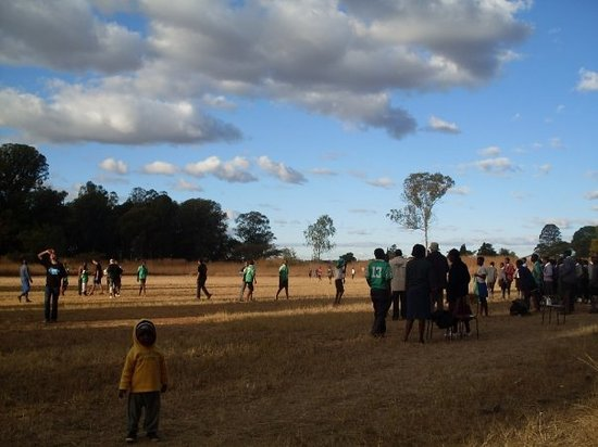 Harare, Zimbábue: Playing soccer at a Juvenile Detention Centre. We won 4-1