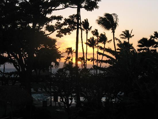 Kaanapali Beach Hotel: Sunset from our room
