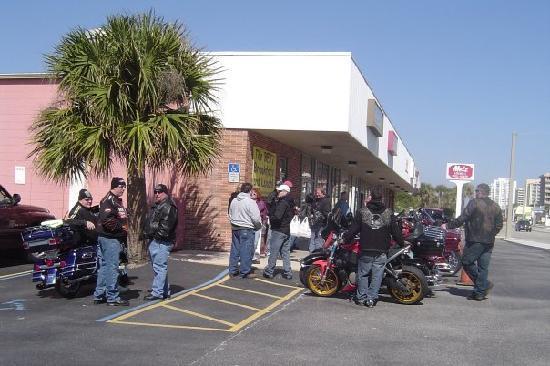 Cracked Egg Diner: Cracked Egg Daytona Bike Week 2010