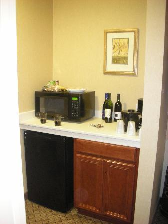 Holiday Inn Express Hotel & Suites Sumner: Kitchenette