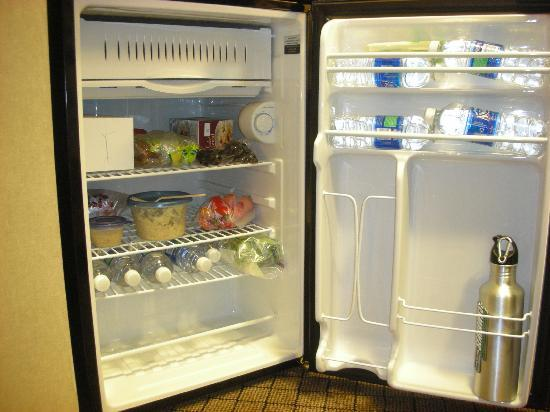 Holiday Inn Express Hotel & Suites Sumner: Refrigerator - good size