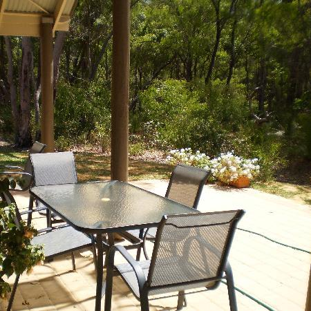 Margaret River Bed & Breakfast: Breakfast was served on the patio at northern end of atrium