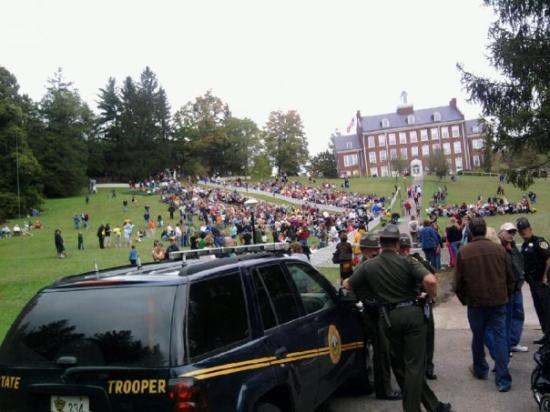 Elkins, WV: Forest Festival's concert on the hill ...so many people!!