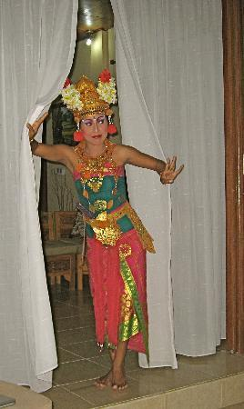 Villa Agung Khalia: Balinese dancer