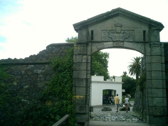 Puerta de la Ciudadela: la puerta a la antigua Colonia / The door of the old city