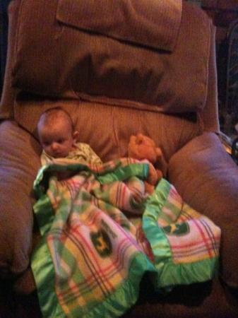 Coleman, Оклахома: In grandpa don's chair by are self watchin cartoons waitin on papa to watch then with us