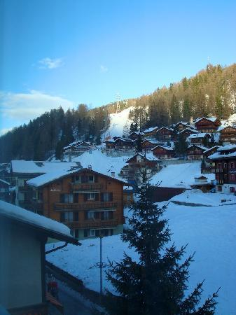 Turm Hotel & Spa Gracherhof : view from the window to the slopes