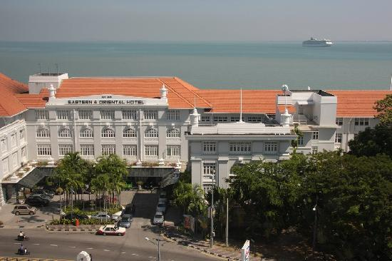 Bayview Hotel Georgetown Penang: View from our room on the E&O