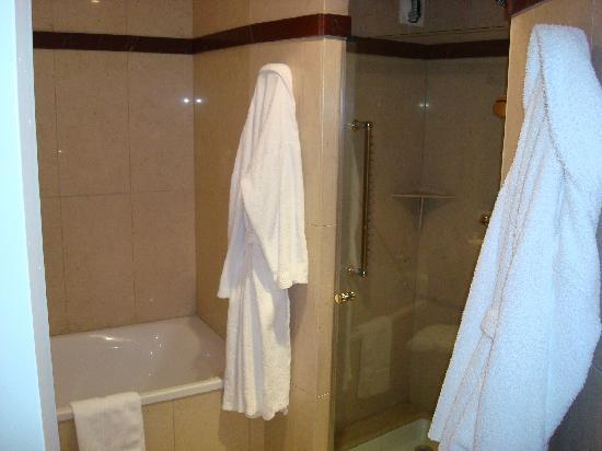 L'Auberge Hotel : Bathroom
