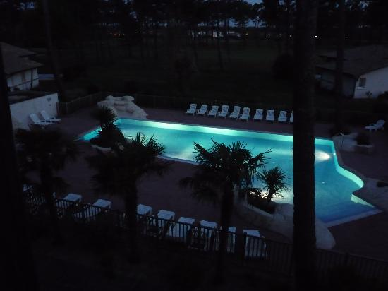 Residence Odalys Les Greens du Bassin: vue de nuit