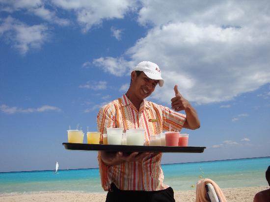 Beach Waiter Picture Of Hotel Riu Palace Mexico Playa