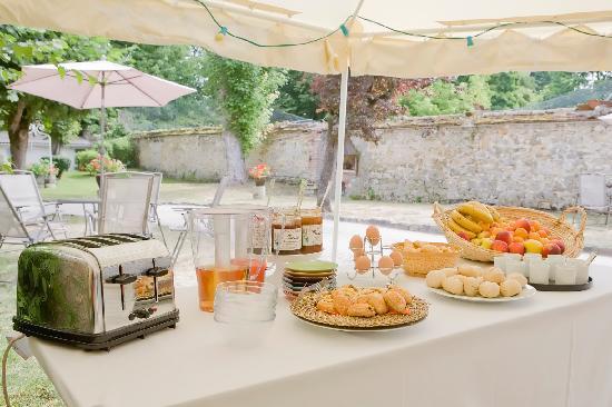 Hotel Victoria : Petit-déjeuner dans le jardin