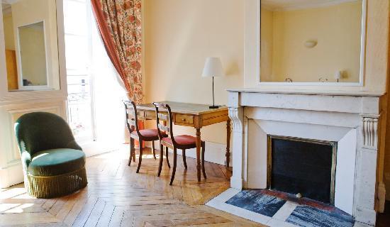Hotel Victoria : Parquets anciens et mobilier choisi