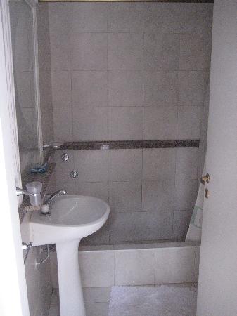 La Banda, Argentina: moderno baño
