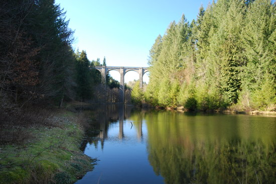 Moulin des Farges : The superb lake and Viaduct