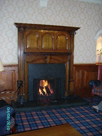 Inversnaid, UK: Lovely open fire in Entrance Lounge