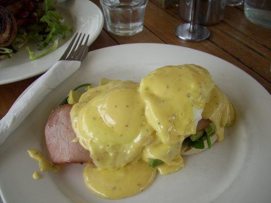 Mondo's: Eggs Benedict