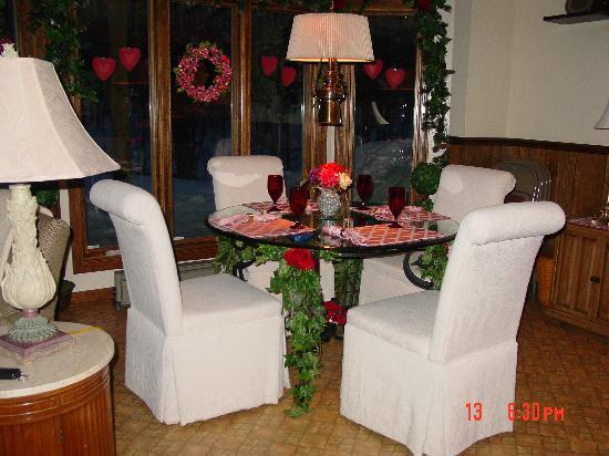 WillowBrooke Bed 'n Breakfast: our private dining area where we had a candlelit dinner each night