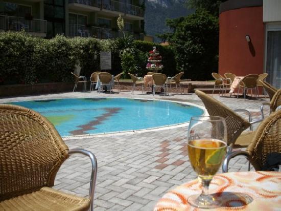 Hotel Royal : pool area