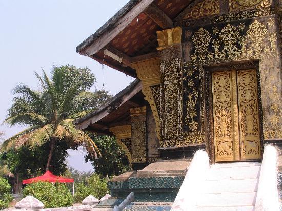 Belmond La Residence Phou Vao: Wat precinct