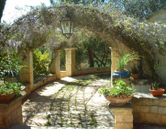 Cisternino, İtalya: giardino