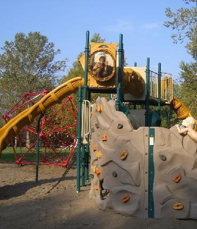 East Gwillimbury, Canada: Playground