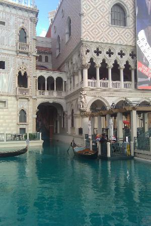 Gondola Rides at the Venetian : Gondolas
