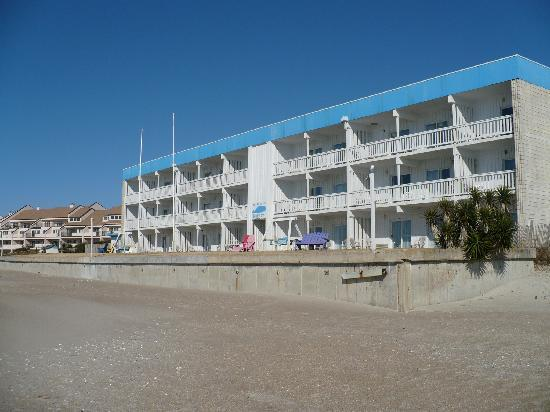 Whaler Inn Beach Club: South facing, full sun and great view