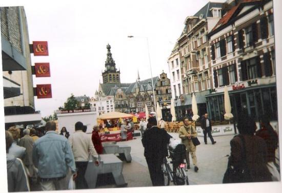 street market Nijmegen, Netherlands (Holland) 6/2001