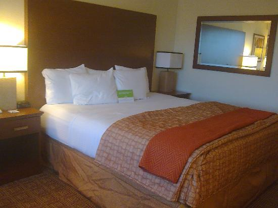 La Quinta Inn & Suites Virginia Beach: King Bed