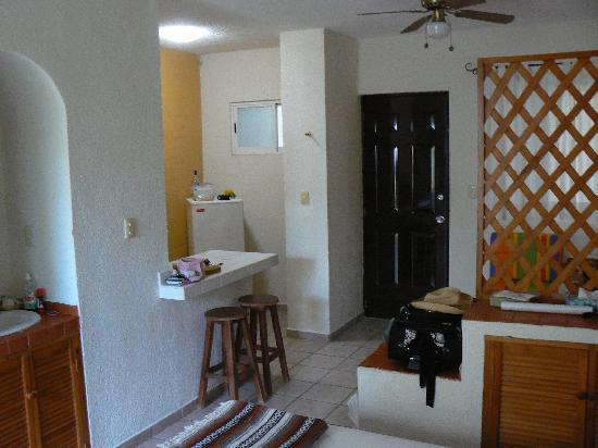Posada Luna del Sur: Refrigerator and Kitchenette