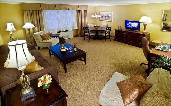 Camp Hill, PA: Suite