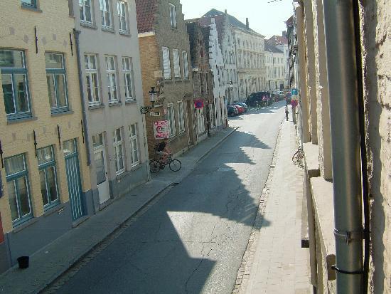 The Abiente Rooms: Eekhoutstraat 30 looking down street in early morning