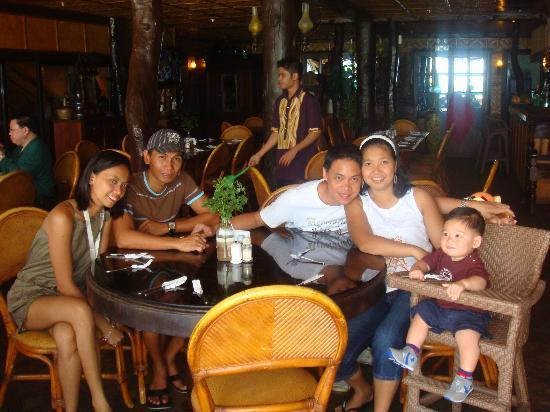 Alona Tropical Beach Resort: our last luncu at their resto