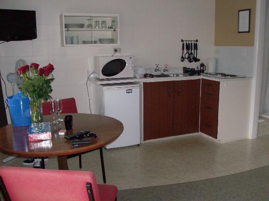 Rosetown Motel: Kitchen