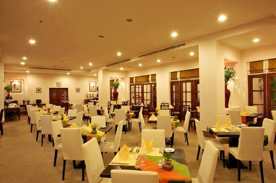 Royal Angkor Resort & Spa: Garden Café Restaurant