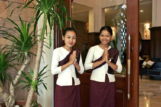 Royal Angkor Resort & Spa: Greeting