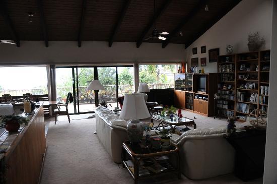 Hale Ikena Nui: living room
